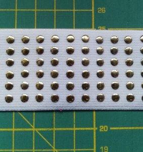 taille-elastiek 4 cm breed: wit met lichtgoudkleurige studs /HALVE METER