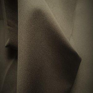 Lois= dunne rekbare softshell taupe: wind-, waterdicht en ademend!