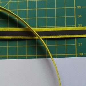 1 cm breed ribsband met reflecterende streep op geel