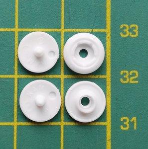 Hele kleine snapjes die alleen met de stang van de antisnaptool plus malletje maat 14 vastgezet kunnen worden,
