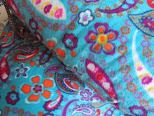 coupon 60 cm: Fleece: paisleyfiguren op turquoise