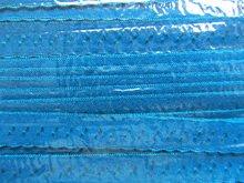 turquoise omvouwelastiek met klein schulprandje op de vouw