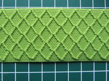 taille-elastiek 4 cm breed: lime met ingeweven ruit /HALVE METER