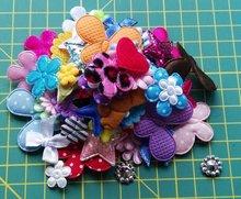 zakje gemengde kleine applicaties: bloemetjes, hartjes, sterren, vlindertjes ca 50 stuks