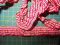 elastisch-ruitjesband-rood-wit